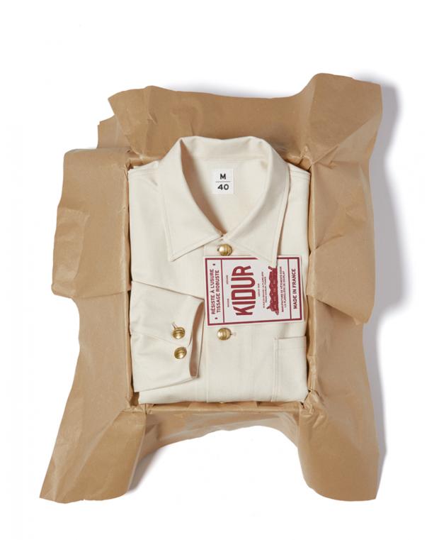 boite kidur avec veste blanche