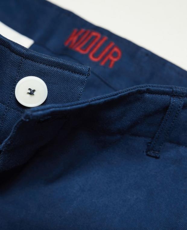pantalon bleu kidur détails boutonnière