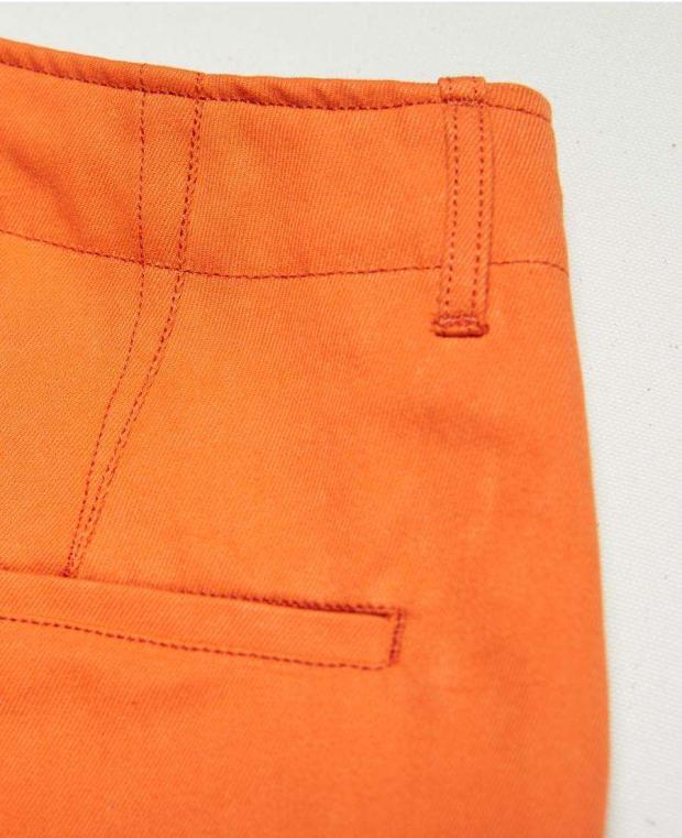 détails poche arrière pantalon orange kidur