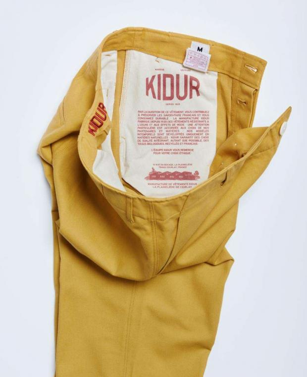 détails de la poche intérieur du pantalon jaune kidur