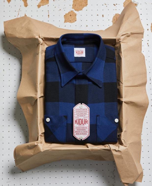 boite kidur chemise à carreaux noir et bleu