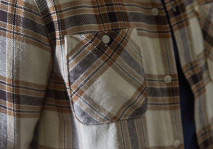 Détail de la poche de la Work Shirt Capuccino